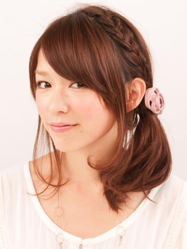 おしゃれなサイド結びヘア 髪型 アレンジ 簡単 ミディアム001.png